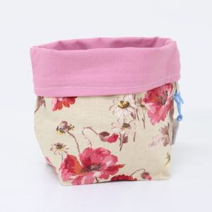 Cestino di stoffa beige con fiori rossi - Sartoria Sociale - Palermo