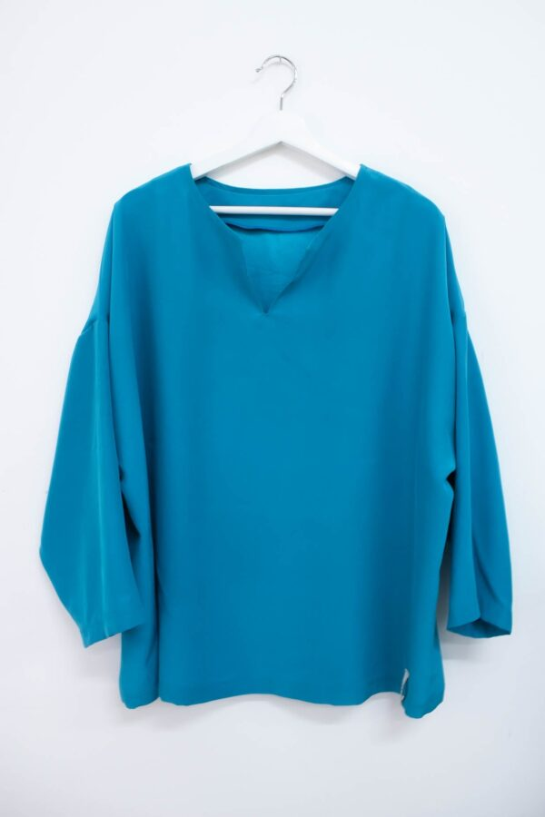 casacca turchese in cady di seta - sartoria sociale - abbigliamento sostenibile