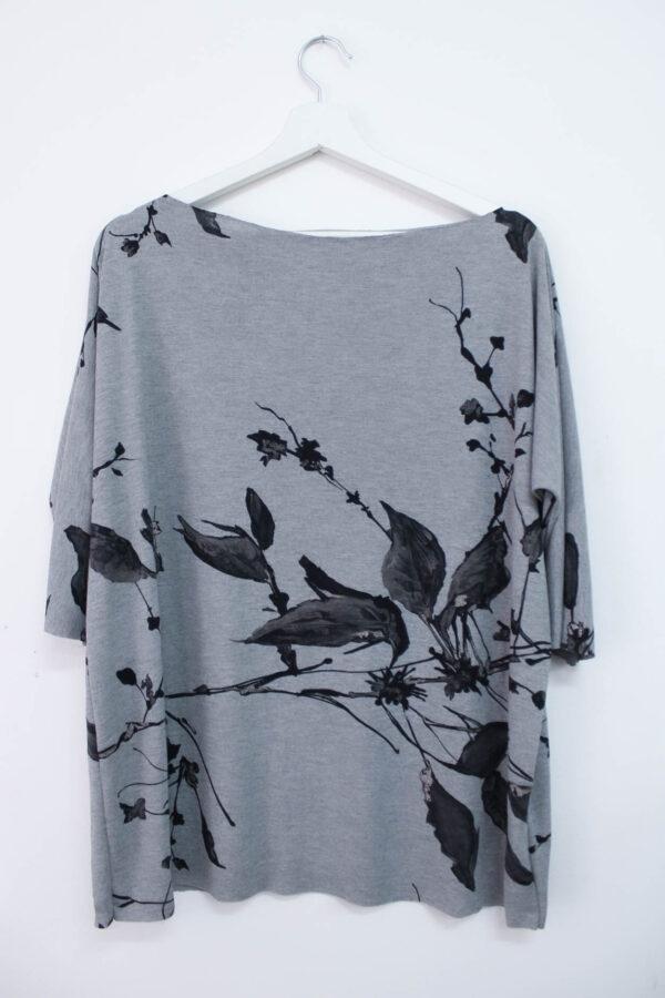 Maglia grigia con foglie - sartoria sociale - abbigliamento sostenibile