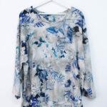 Casacca grigia con motivo floreale – sartoria sociale – abbigliamento sostenibile